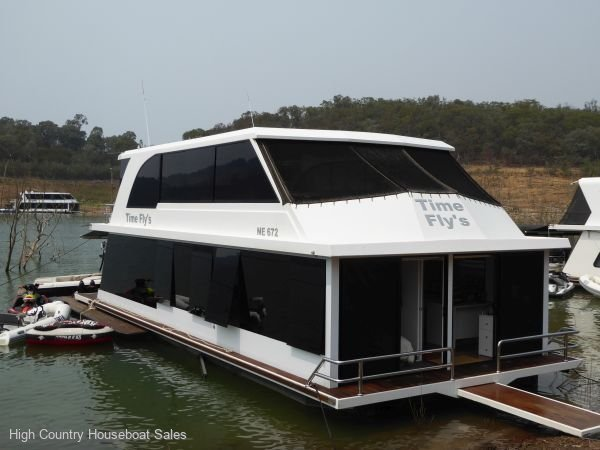 Houseboat Holiday Home on Lake Eildon, Vic.:Time Flys on Lake Eildon