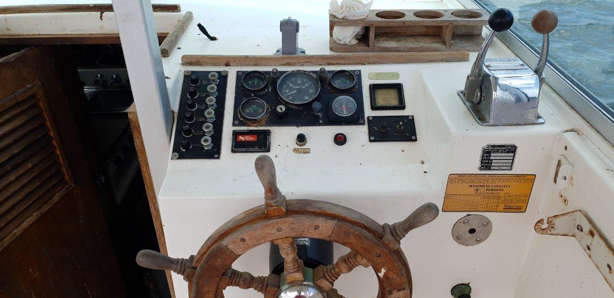 Mariner 25 Flybridge