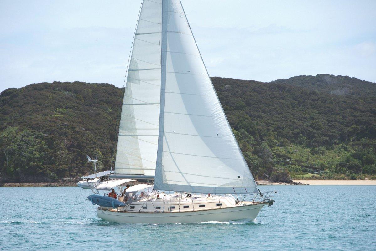 Island Packet 420 Cruise around the world in luxury comfort & safety