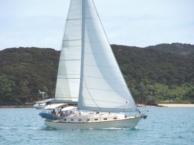 Island Packet 420 Safe Comfortable Offshore Cruising Ready!