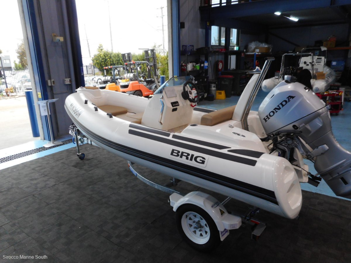 Brig Eagle 4 Center Console - Hypalon tubes