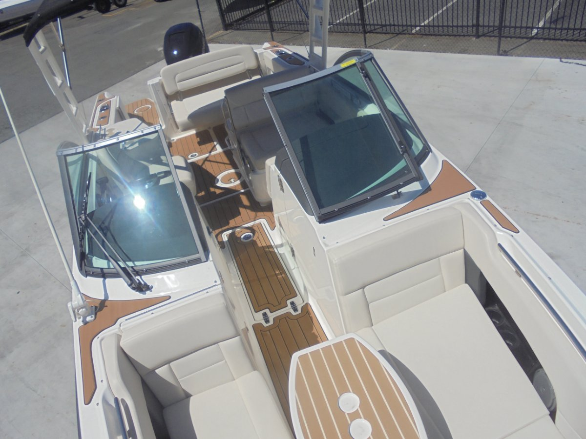Boston Whaler 230 Vantage - 2015 MY