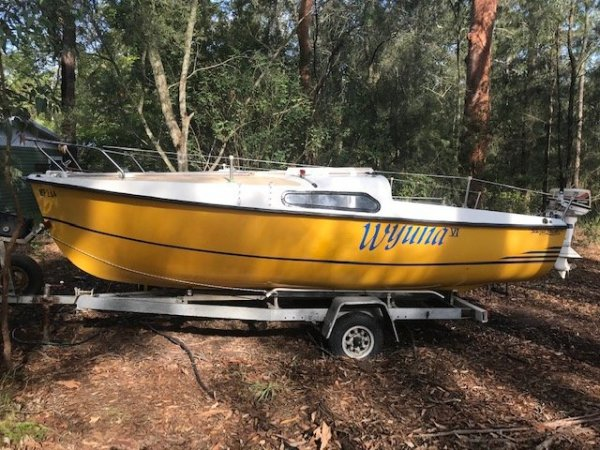 Dennis Yachts TS-500 RAISED DECK TRAILER SAILER