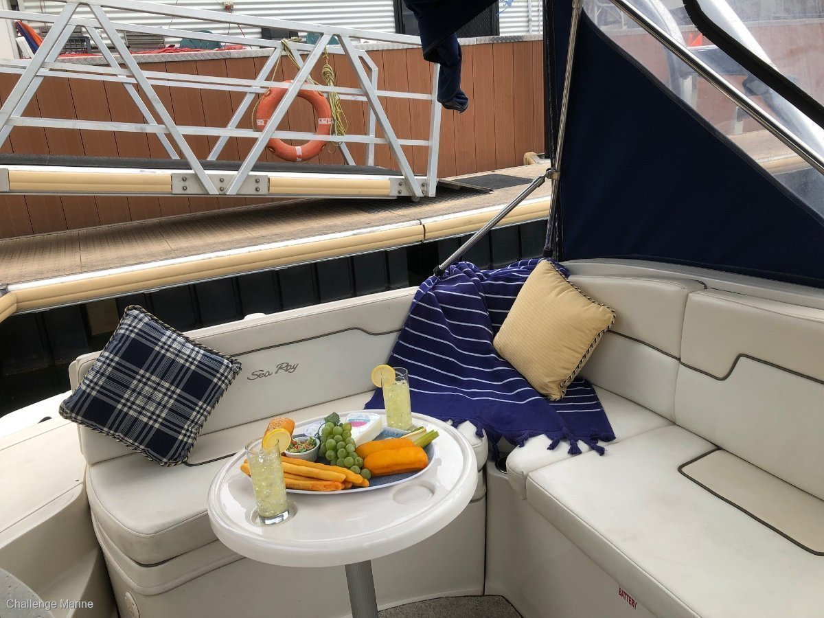 Sea Ray 260 Sundeck Stylish speed machine with only 200 hours