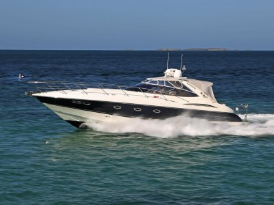 Sunseeker Camargue 44 - Shaft drive diesel power