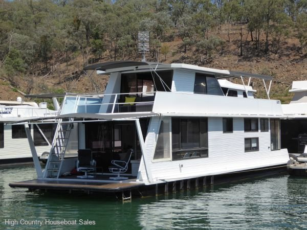 Houseboat Holiday Home on Lake Eildon, Vic.:Moonraker on Lake Eildon
