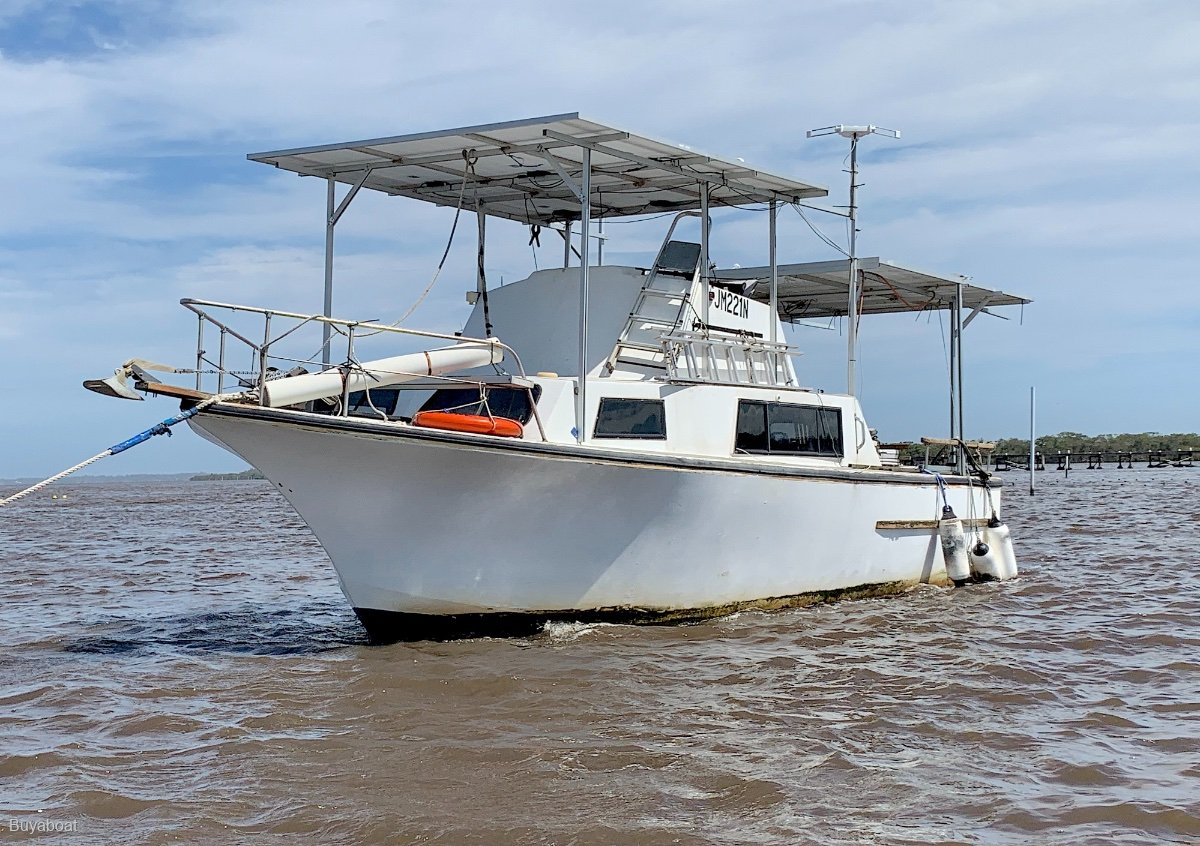 Custom Craft 28 Flybridge Cruiser