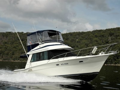 Riviera 3300 Flybridge - Twin Cabin