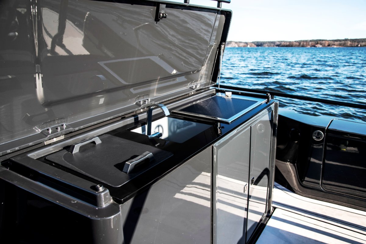 Brabus Marine Shadow 500 T-Top Black Ops Limited Edition