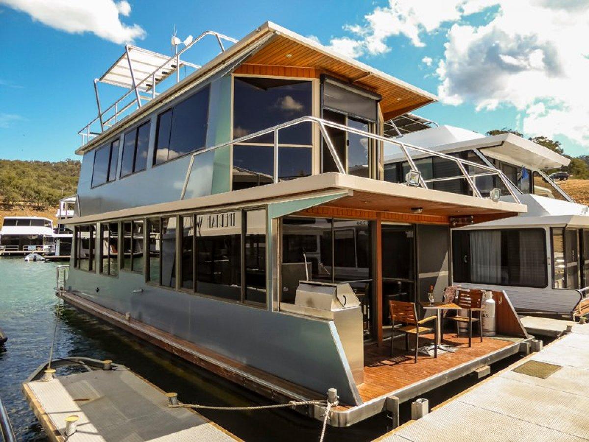 Houseboat Holiday Home on Lake Eildon, Vic.:Riviera on Lake Eildon