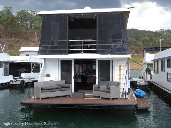 Houseboat Holiday Home on Lake Eildon, Vic.