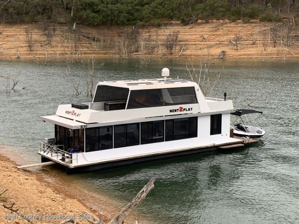 Houseboat Holiday Home on Lake Eildon, Vic.:Ment2Play on Lake Eildon