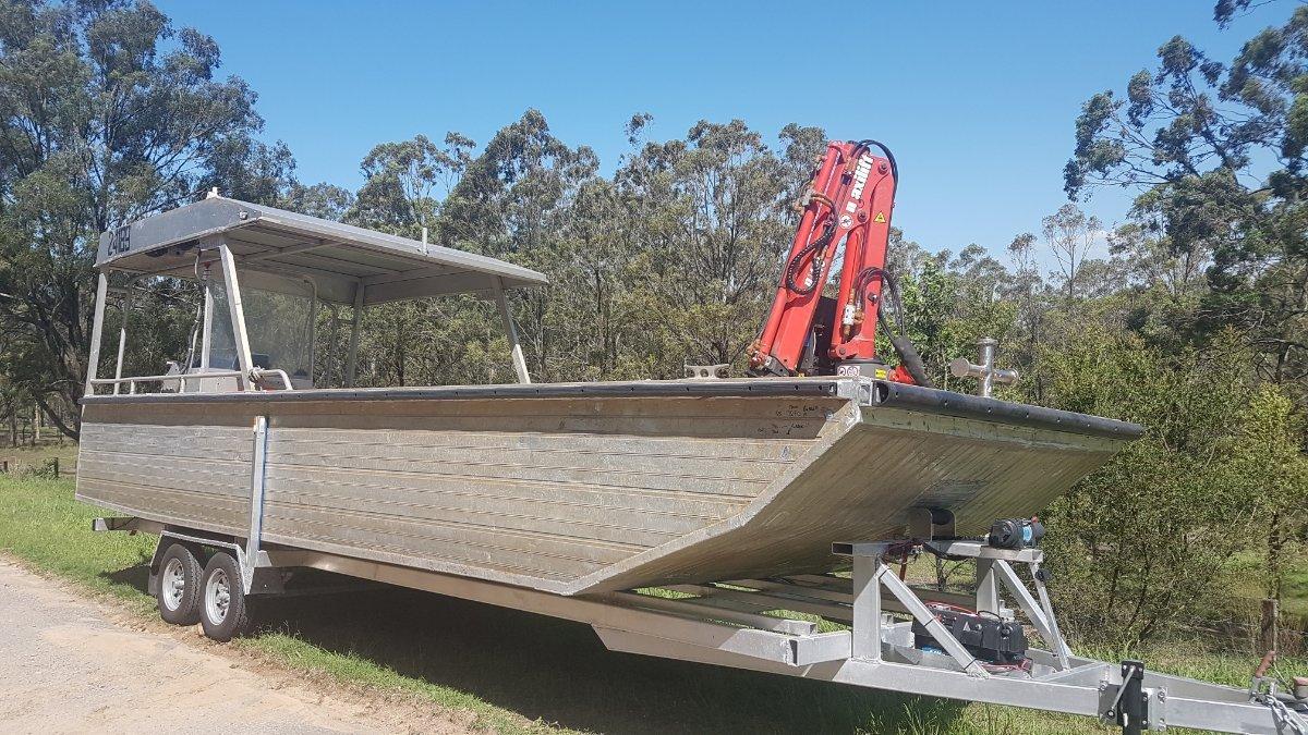7.5M Alloy Workboat with Hiab
