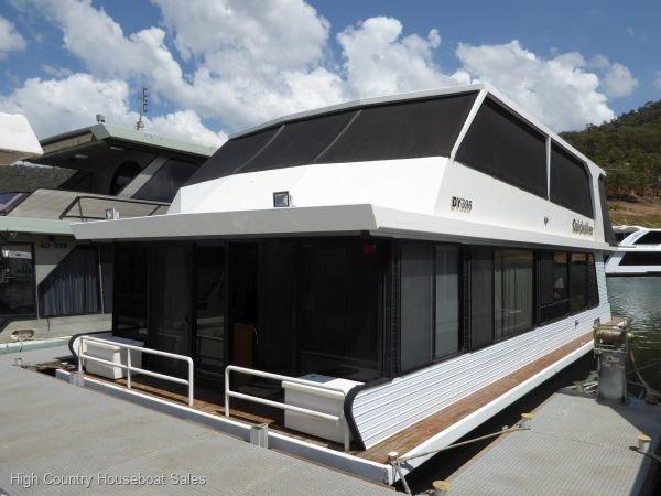 Houseboat Holiday Home on Lake Eildon, Vic.:Quicksilver on Lake Eildon