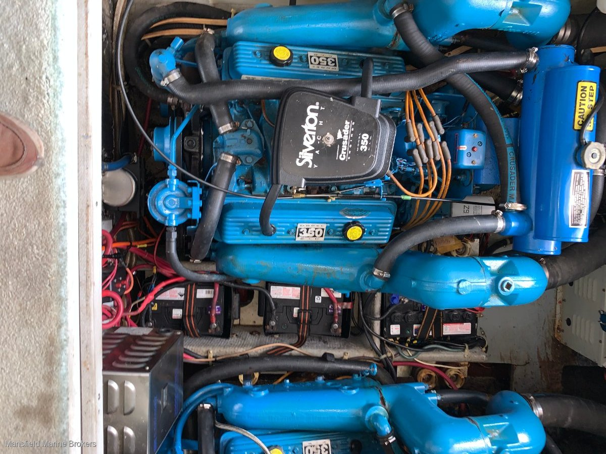 Silverton 31 Flybridge twin shaft drive