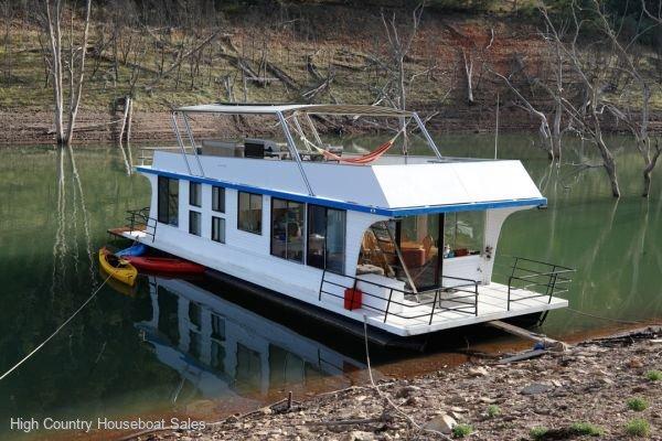 Houseboat Holiday Home on Lake Eildon, Vic.:Chameleon on Lake Eildon