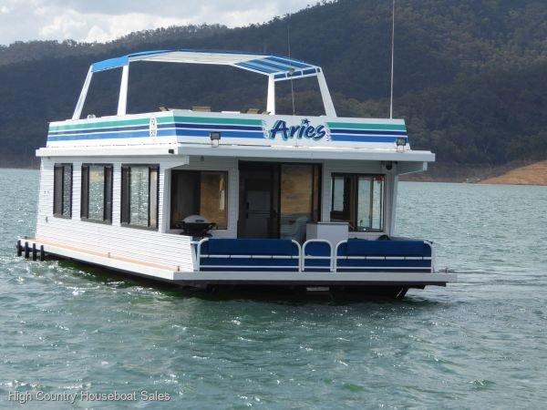 Houseboat Holiday Home on Lake Eildon, Vic.:Aries on Lake Eildon