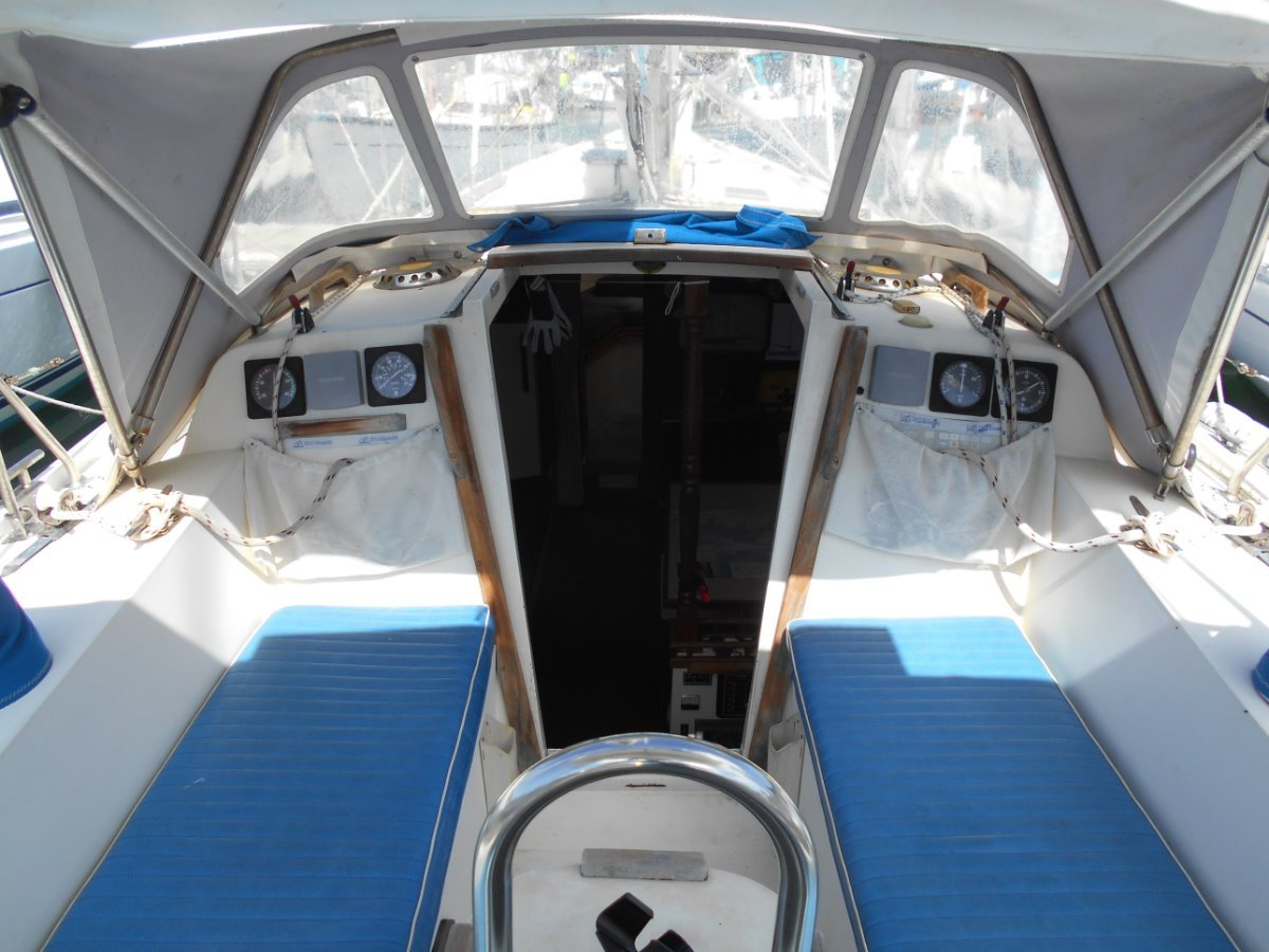 Columbia 34 BLUEWATER CAPABLE WITH HUGE INTERIOR VOLUME!