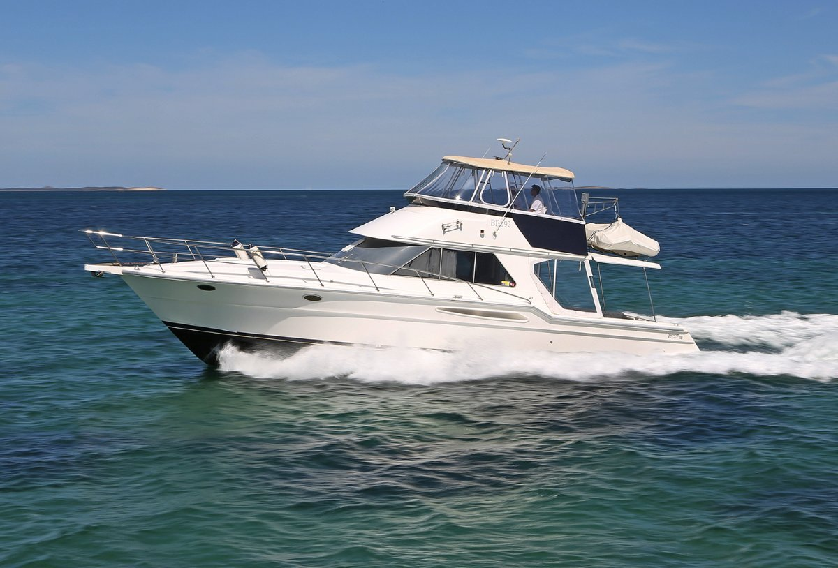 Thomascraft 4500 Flybridge - The biggest rear pleasure boat deck available