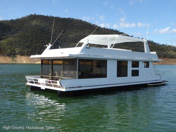 Houseboat Holiday Home on Lake Eildon, Vic.:Reality on Lake Eildon