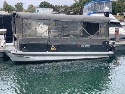 Bentley 6m Party pontoon