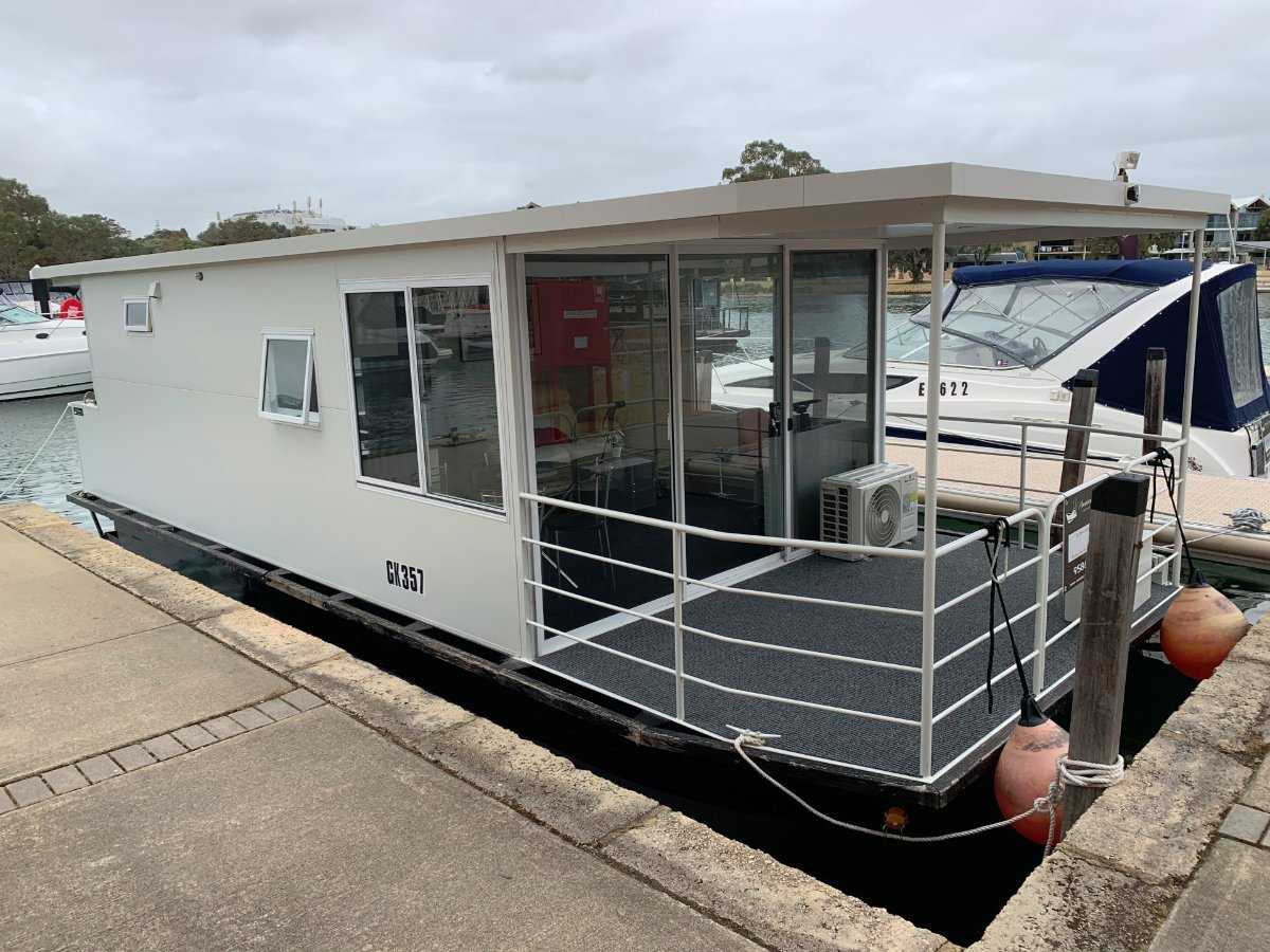 Custom 9.84m Houseboat