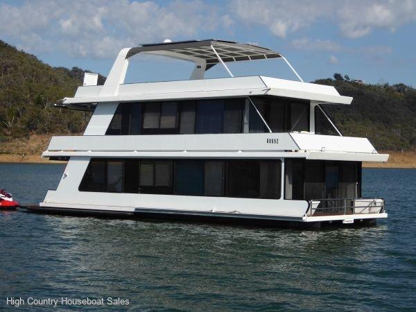 Houseboat Holiday Home on Lake Eildon, Vic.:Hesselina on Lake Eildon