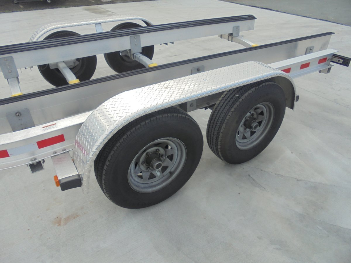 LIGHTLY USED ALLOY TANDEM BOAT TRAILER SUITS 22 - 24