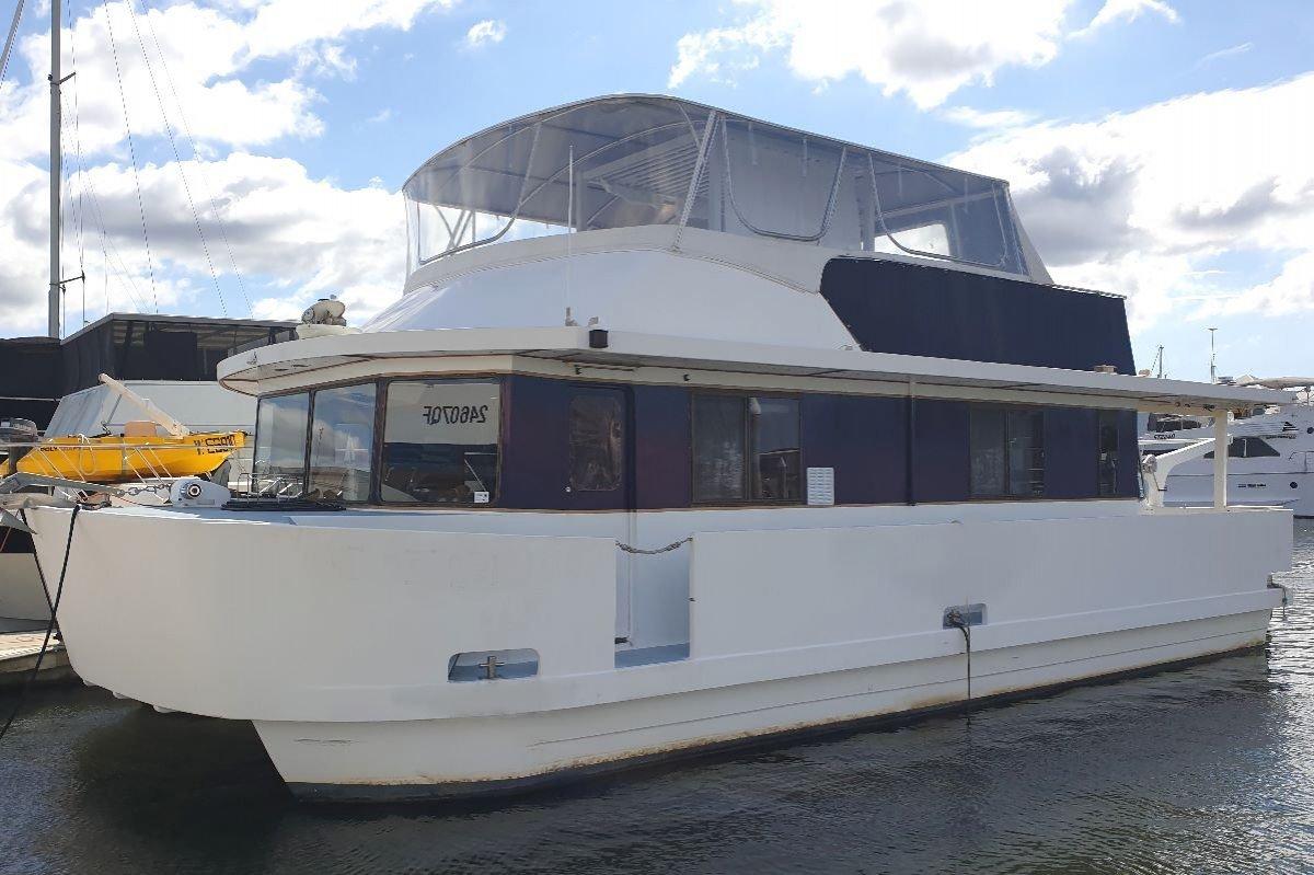 Homecruiser Houseboat