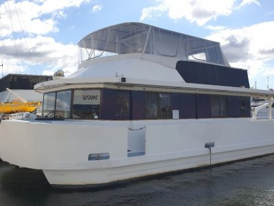 Homecruiser Houseboat