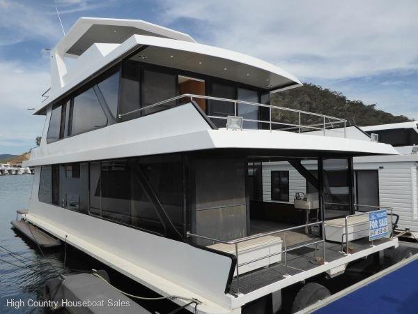 Houseboat Holiday Home on Lake Eildon, Vic.:Gone Mad @ Lake Eildon