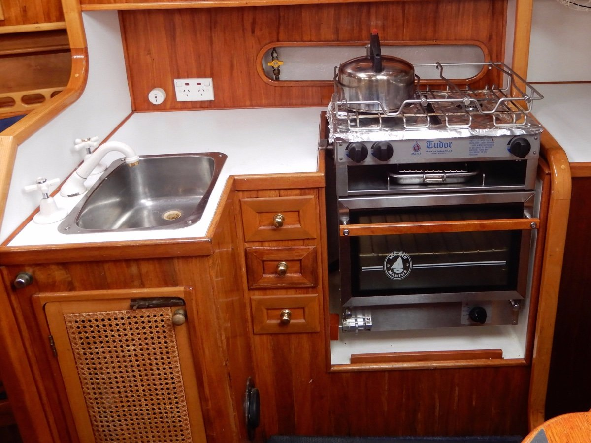 Martzcraft 35 QUALITY YACHT WITH EXCELLENT LAYOUT AND NEW ENGINE