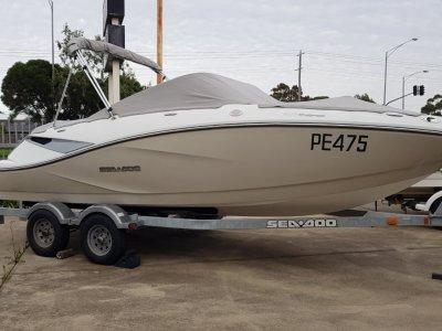 Sea-Doo Challenger 210