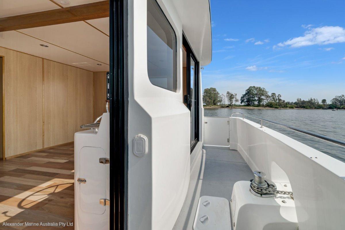 Homecruiser Houseboat 43 Custom