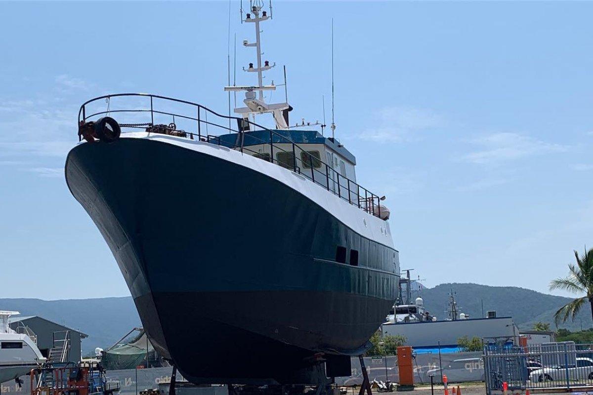 FISHING VESSEL - Longliner