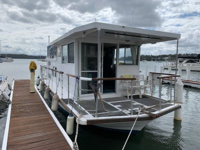 Vickers 33 Houseboat