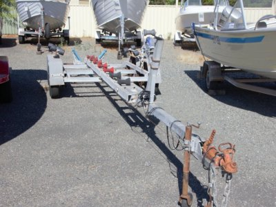 Second hand tandem axle trailer