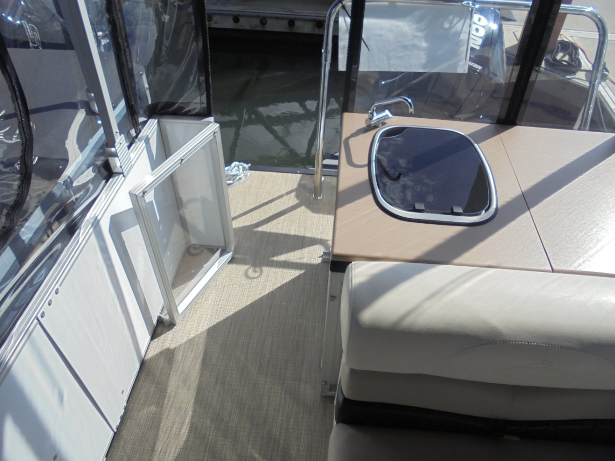 New Runaway Bay Pontoon Boats 24 Tri Hull - 2019 MY Demo Boat