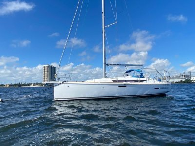 Jeanneau Sun Odyssey 389 - with new mast installed!