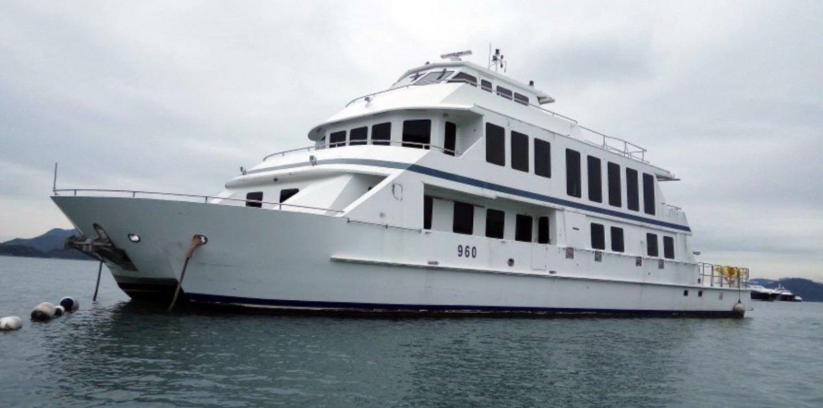 Spacious 5 Cabin 33m Power Catamaran