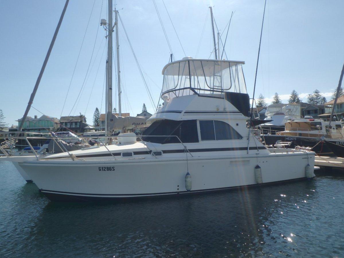 Caribbean 35 Flybridge Cruiser Sport Fish with Bow Thruster