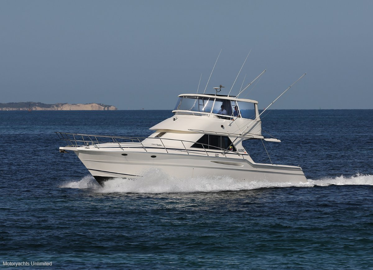 Thomascraft 4500 Flybridge Compromises on this self sufficient cruiser