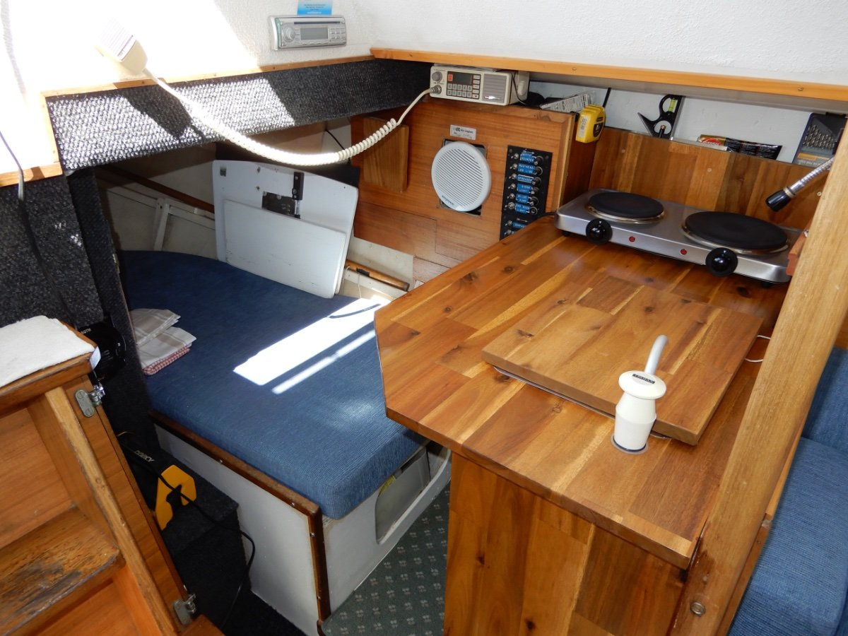 Laurent Giles Starlight 30 NEWLY PAINTED DECKS, LOW HOURS ENGINE GREAT VALUE!