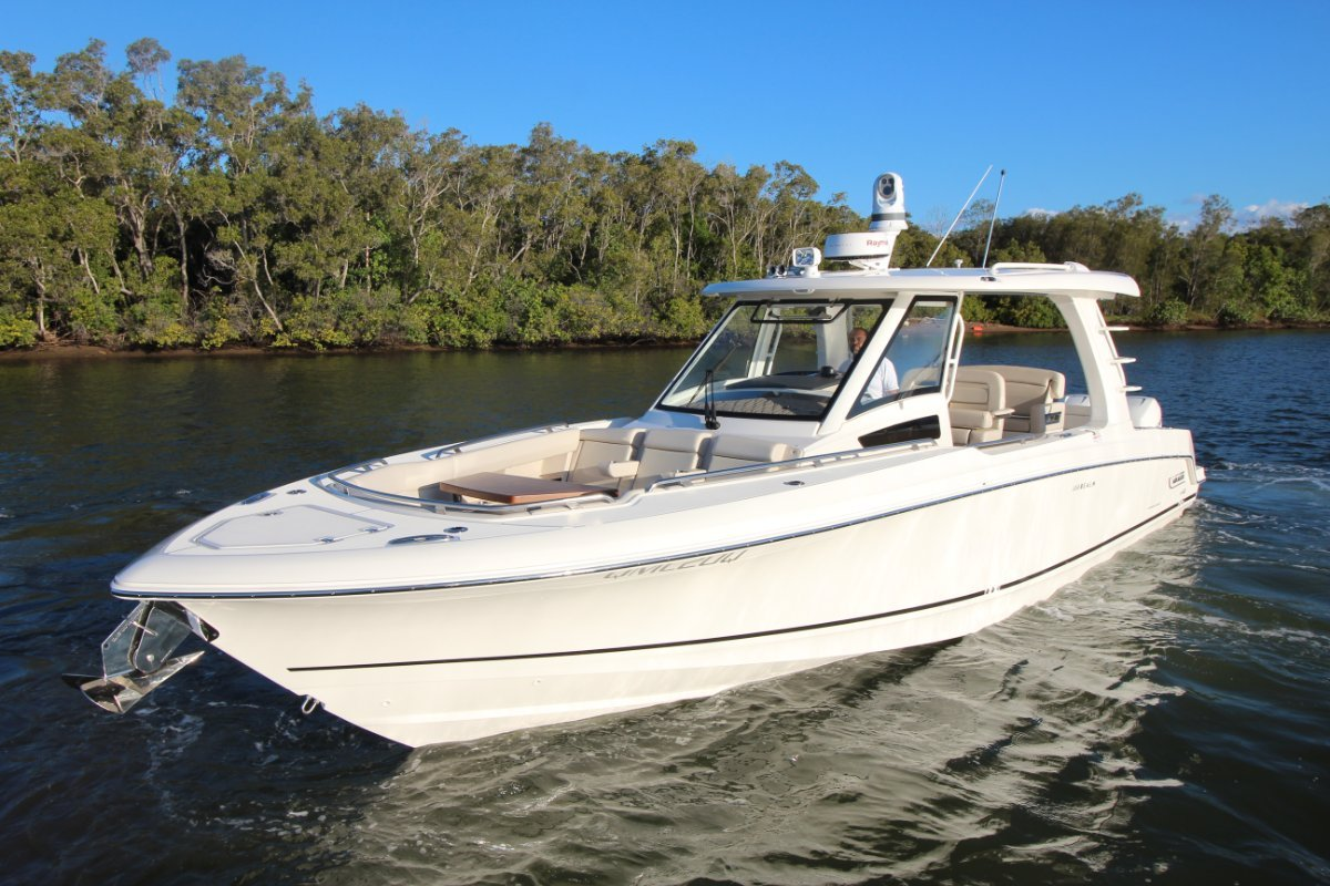 Boston Whaler 350 Realm Side Console