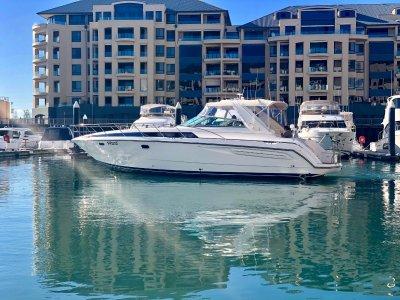 Bayliner 4085 Avanti sports cruiser
