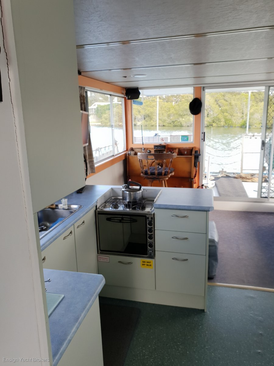Custom Houseboat 37'