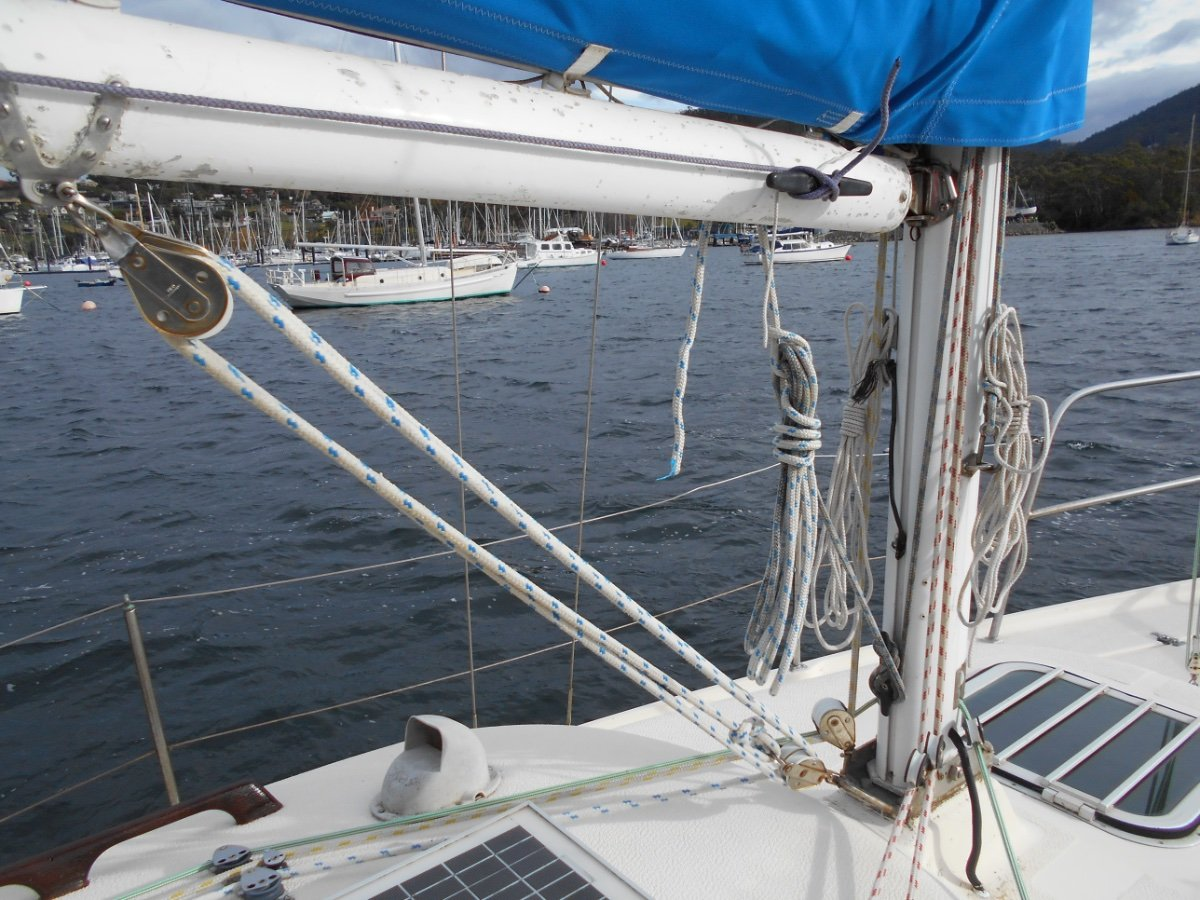 Endeavour 27 EXCEPTIONAL VALUE, AS NEW ENGINE and RIGGING