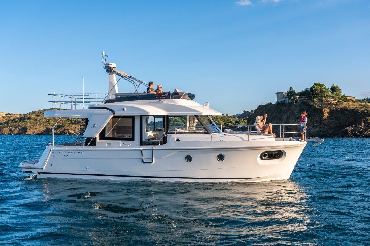 New Beneteau Swift Trawler 41:Swift Trawler 41 Fly and 41 Sedan