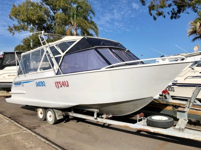 Gull Wing Tri Hull 7.5m