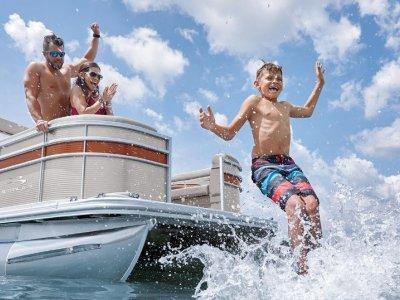 Bennington Pontoon Boat 21 S